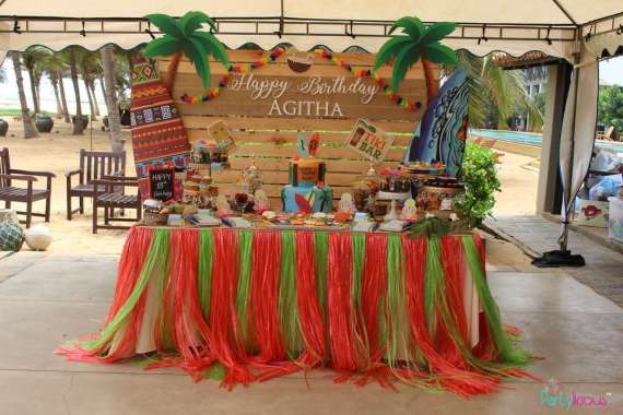 Tropical-Summer-Beach-Party-Dessert-Table