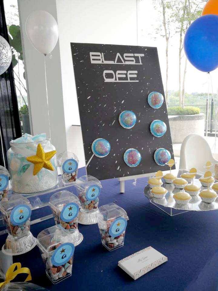 1 blog archives birthday party ideas themes for Decorations for outer space party