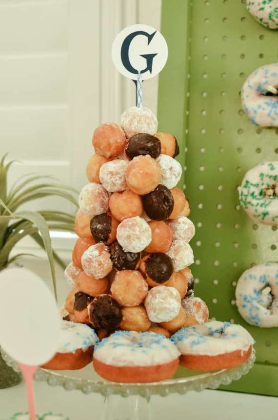 Palm-Springs-Inspired-Retro-Golf-Party-Donut-Tree