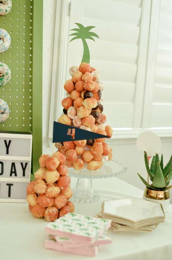 Palm-Springs-Inspired-Retro-Golf-Party-Tree