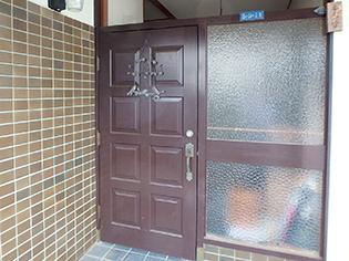 鍵をしめたまま採風できる快適な玄関に。防犯性もバッチリのYKKAPドアリフォーム!