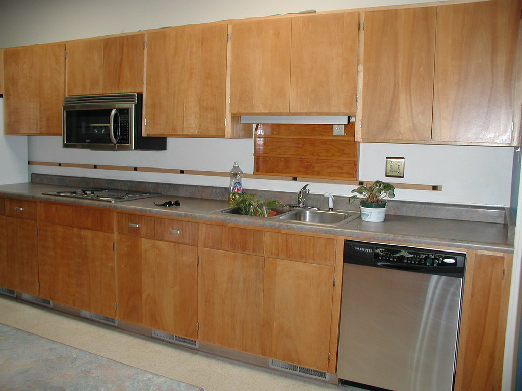 How To Clean The Kitchen Cabinets Clean Kitchen Cabinets Kitchen Cabinets Average Cost