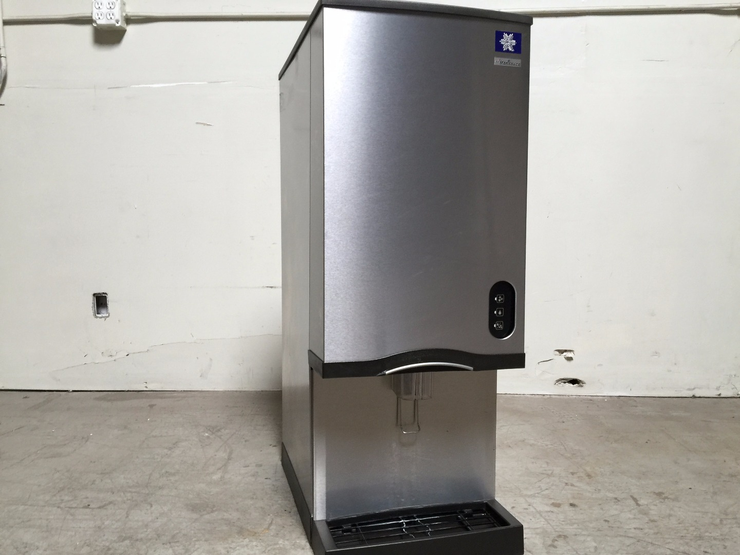 Used Manitowoc 2013 Rns 20a 161 Countertop Nugget Ice Maker W Water Dispenser