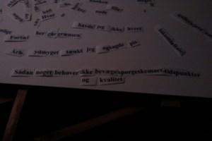 Ordleg - publikum på Retro Nørrrebro danner nye sætninger af alle de ord, der indgik i skiltene til mit projekt 'Ord i Vejen'. Nogle af de nye sætninger finder vej til 'Ord i Vejen II'