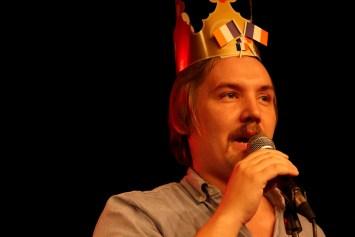 Den franske DJ alias Jakob Østergaard Nielsen varmer op til et frankofilt sæt efter showet