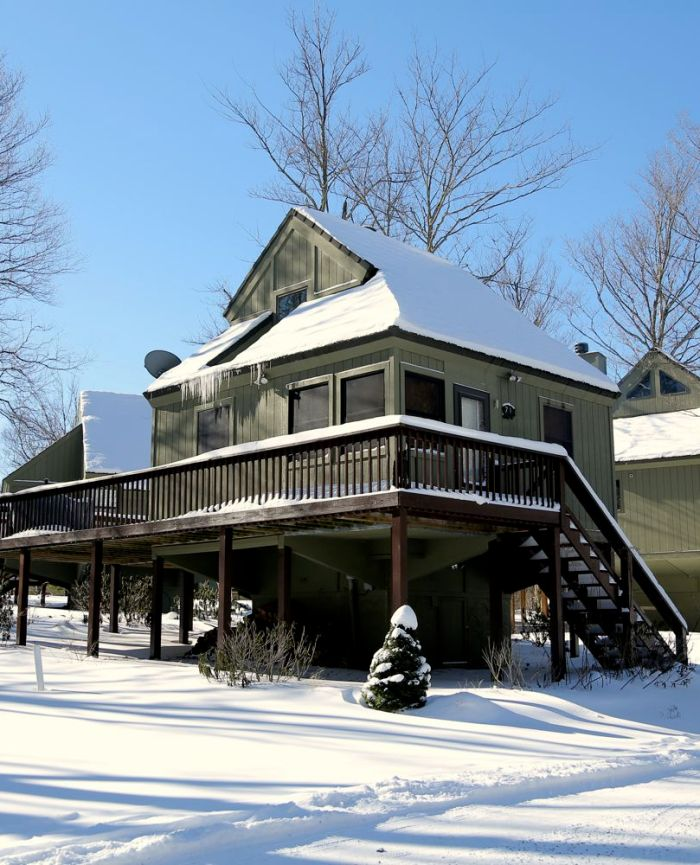 canaan-valley-cabins-lodging-black-bear-resort-winter-6