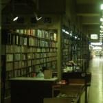 高速神戸の地下道の古書街