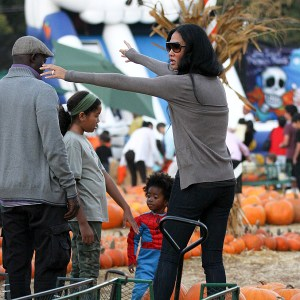 kimora-lee-simmons-and-family-at-the-pumpkin-patch-3