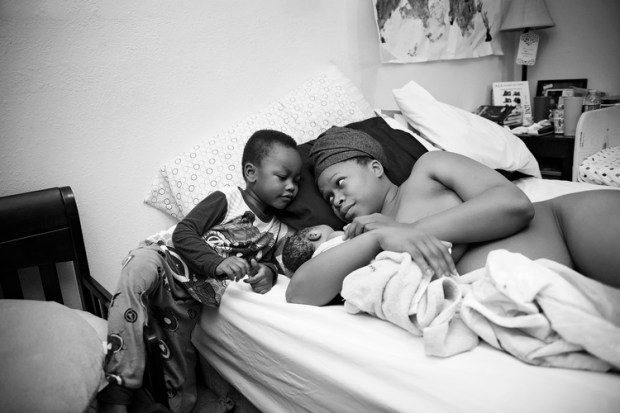 photographer-banned-from-facebook-after-posting-birthing-photo