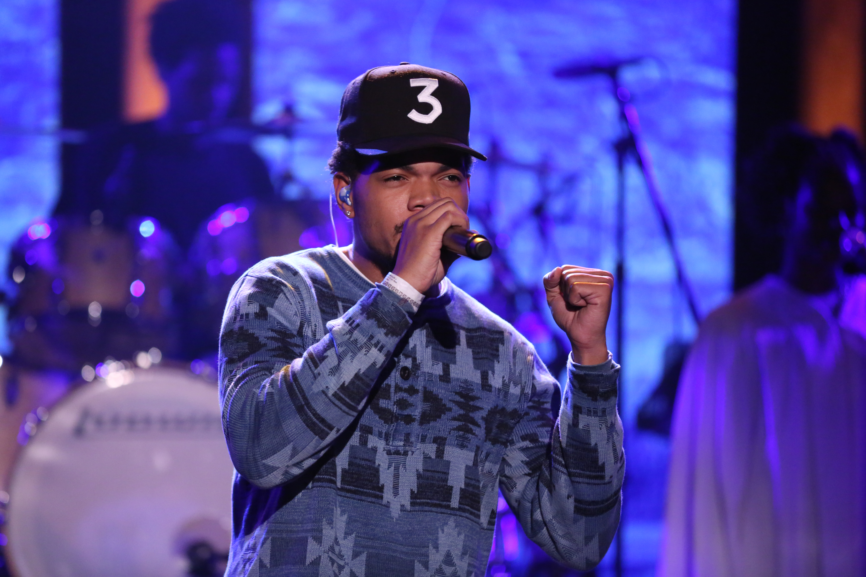 THE TONIGHT SHOW STARRING JIMMY FALLON -- Episode 0465 -- Pictured: Musical guest Chance the Rapper performs with Byron Cage and Camilla Woods on May 5, 2016 --