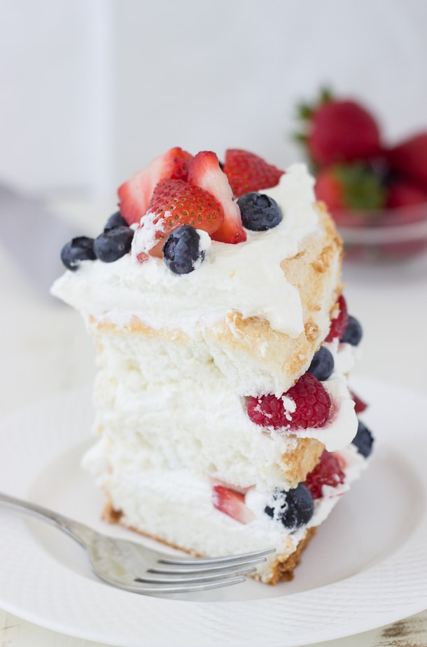 Fall In Love With Me Wallpaper Angel Food Cake With Coconut Whipped Cream And Berries