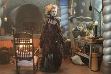 The Blind Witch (Emma Caulfield) sense the presence of yummy chilldren