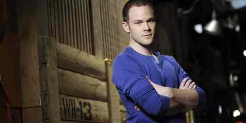 Spoiler alert! Agent Steve Jinks (Aaron Ashmore) is back from the dead.