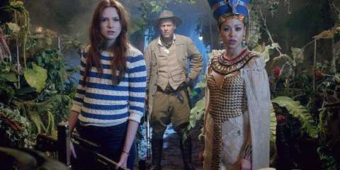 Amy(Karen Gillan), Riddell (Rupert Graves) and Queen Nefertiti (Riam Stelle) learn the fate of the ships previous crew.