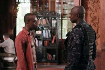 """""""The Mayor"""" Julian Serrat (Sahr Ngaujah) and Marcus Chaplin (Andre Braugher) negotiate a deal to have his men released."""