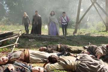 Emma (Jennifer Morrison), Snow (Ginnifer Goodwin) and co. come across their fallen party.