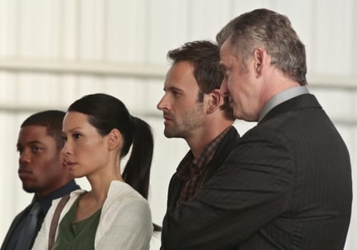 Sherlock (Jonny Lee Miller) and Joan ( Lucy Liu) are on the case of the mysterious plane crash.