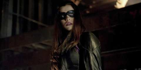 In Vendetta, the Huntress teams up with Arrow to bring down one of Starling City's top criminals