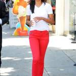 Zoe Saldana pairs a simple white tee shirt with red skinny jeans.