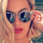 Beyoncé-gave-us-real-close-look-her-new-Illesteva-sunglasses