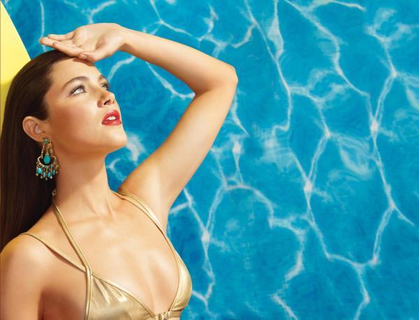 Model Laura Mercier Un Été à Ibiza