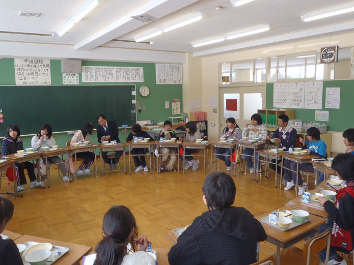 Lunch with Shimohayakawa Elementary School Students