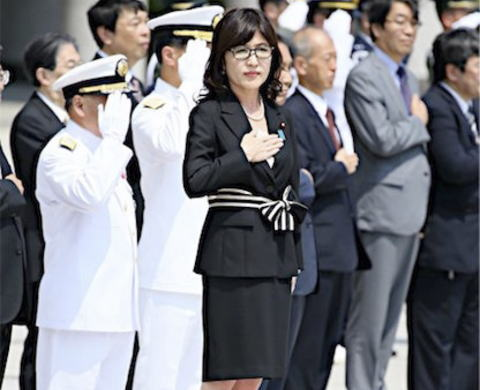 自衛官募集チラシ「稲田防衛大臣(女性)は少々頼りないですが」