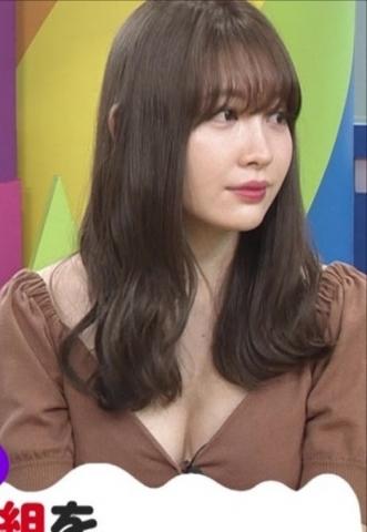 PONで小嶋陽菜(30)のパイオツチラ見え