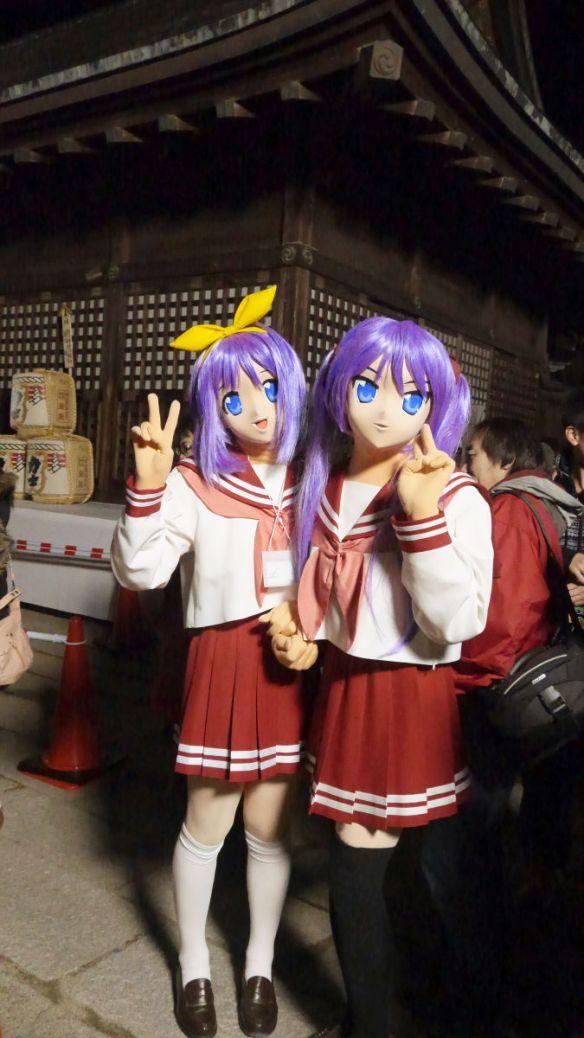 コスプレイヤーが鷲宮神社に武器を持ち込みTwitter民が激おこwww 「境内に御不浄の物を持ち込むな」