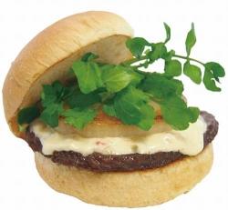 フレッシュネスが「黒毛和牛バーガー」を期間限定販売 お値段590円