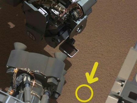 【宇宙ヤバイ】 文明の痕跡 キタ━━━━━━(゚∀゚)━━━━━━!!!! 火星表面でプラスチックのかけら発見!!