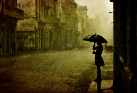 【不思議な話】お使いに来ていた女の子が会計済ませて店を出る時に大雨が降り出した