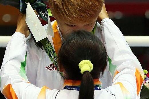 仁川アジア大会組織委員会 「人々が予期する事とは異なる事もある。韓国選手が巻き込まれてつらい」 … 女子ボクシングでインドの選手に一方的に殴られ続けた韓国選手が勝利 (動画)