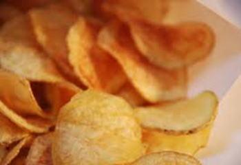 """ポテトチップスなど「揚げる」「焼く」「煎る」食品に含まれる『アクリルアミド』、次世代にも影響が及ぶ""""遺伝する発がん性物質""""との評価 … 国内では初評価"""