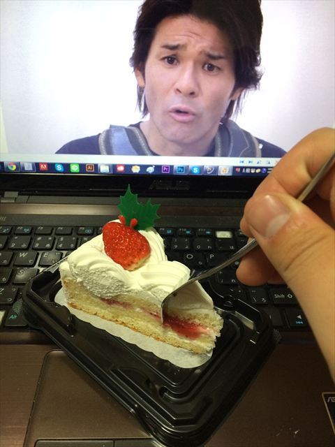 PCの中の照英と一緒にケーキ食べるの楽しすぎワロタwwwwwww