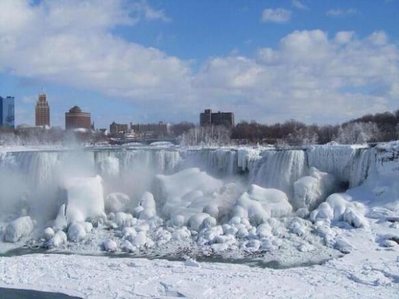 【画像】アメリカ大寒波の影響でついにナイアガラの滝が凍る