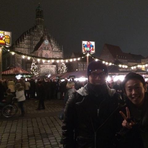 清武、長谷部が屋台でソーセージ焼く…恒例のXマスマーケットに参加