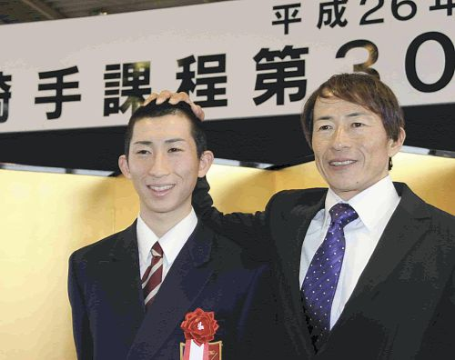 【競馬】 JRA騎手・木幡初広の長男らが競馬学校を卒業 親子の2ショット写真も