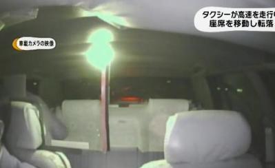 タクシーの客、高速道路走行中にドアを開け、外にダイブ → 後続車に轢かれ死亡 → 気付かず放置したタクシー運転手を逮捕 … 車内カメラが一部始終映す - 奈良・南阪奈道路 (動画あり)