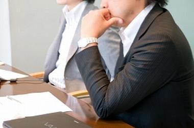 外国人との英語での会議や討論の場で沈黙してしまう日本人 … 海外では「無言」は「無関心、無能」を意味する。中国人は何とか話そうとするから「日本人は中国人より無能」と思われてしまう