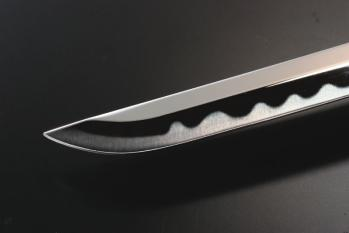 日本刀は両手持ちだから盾を装備できる西洋剣より戦闘に不向き←正論
