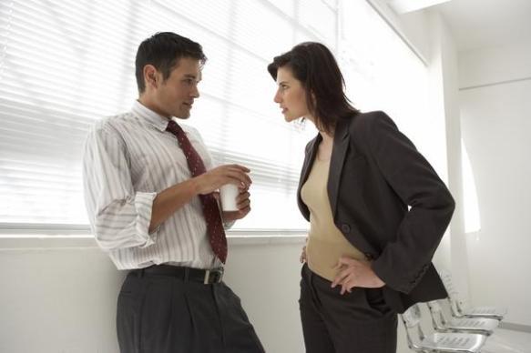 上司から正社員の話がでたのに人事の女性事務員が猛反対