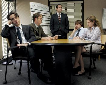 クビがかかってるのに会議中にも関わらずスマホでゲーム