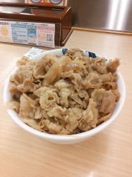 松屋フーズ社長 「(定食など)21種の新メニューを投入したが、やっぱり顧客は牛めしが好きなようだ」
