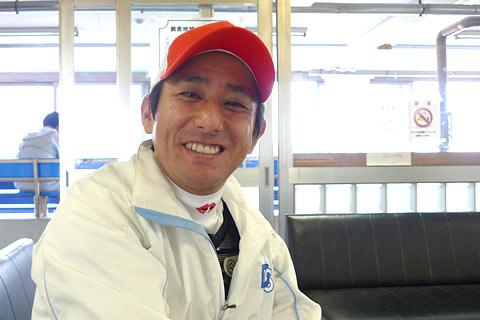 【阪神JF】 四位(17着)と酒井学(6着)は、なぜ肩を組んでいたのか?????