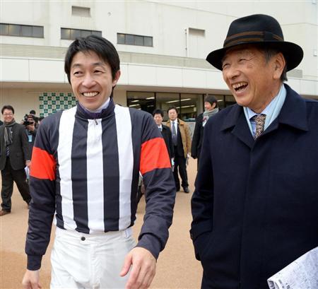 【競馬】 3500勝インタビュー後のユタカとテルヤがすげ~笑顔www