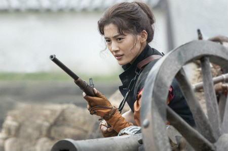 綾瀬はるか主演のNHK大河ドラマ「八重の桜」、初回視聴率は21.4%