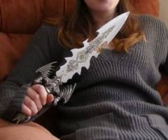 【画像】 イギリスの連続殺人犯の女 手にしたナイフが明らかに呪われた武器