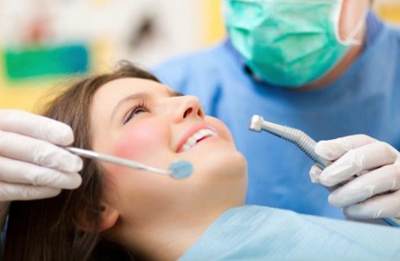 いつもやってくれる歯医者の親父「今日、俺の息子が担当するから」