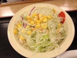 松屋で定食頼んだら生野菜だけ先に出されるのなにあれ?
